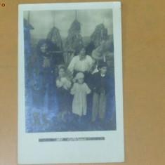 Carte Postala Tipuri populare 2 femei si 3 copii