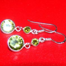 Cercei lungi de 1, 8 cm din argint 925, foarte eleganti, cu pietre doua cristale rotunde de culoarea olivinei - Cercei argint