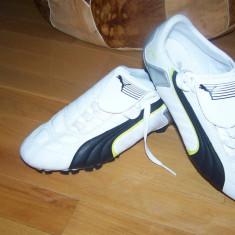 Adidasi barbati - Adidasi PUMA, crampoane, alb-negru