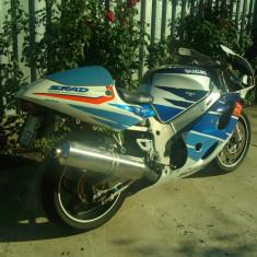 Se vinde/dezmembreaza SUZUKI GSX-R 600 SRAD '99 (cadru cu acte, motor complet, carene, etc)