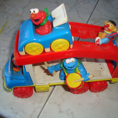 Figurine sesame streets in masina - Masinuta de jucarie Altele