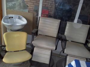 Mobilier+scaune+oglinzi+scafa+chiuvete frizerie/salon foto