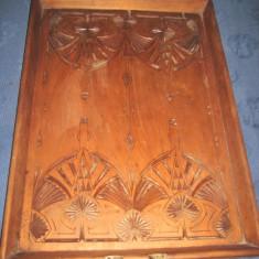 Splendida tava mare veche de servit din lemn in stil rustic cu design frumos realizat - sculptura reproducere