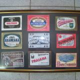 Tablou cu un lot de reproduceri de etichete de bere vechi ( 43cm X 30cm )