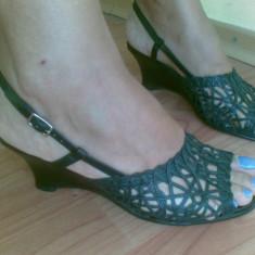 Sandale dama - Sandale din piele cu platforma marimea 38, aproape noi, arata impecabil!