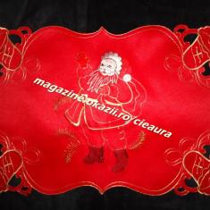 Ornamente Craciun - SERVET de MASA MILIEU DREPTUNGHIULAR ROSU 30x45 cm DECUPAT BRODAT FIR AURIU MOS CRACIUN CLOPOTEI AURII DECORATIUNI SARBATORI IARNA REVELION SERVETE