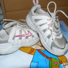 Adidasi copii Nike, Fete, Marime: 25.5, Alb - Pantofi sport Nike nr.25, 5
