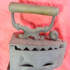 Fier de calcat foarte vechi cu carbuni pt. colectionari, FIER DE CALCAT ANTIC cu JAR, COMPLET si PERFECTA STARE - Metal/Fonta