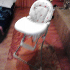 Scaun pentru bebelusi de luat masa