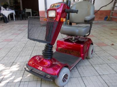 Celebrity Pride - Moped electric pentru persoane cu handicap locomotor foto
