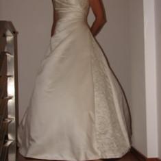 Rochie mireasa Demetrios Cosmobella - Rochie de mireasa printesa