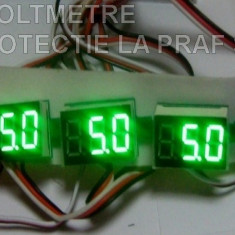 Voltmetru digital 0-100V cu leduri rosii, verzi si albastre cu protectie la apa si praf
