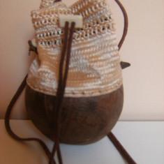 Raritate ! Poseta de artizanat, lucrata manual, handmade, cu baza din nuca de cocos (real ), circumferinta la baza 37, 5 cm, inaltimea 17, 5 pt.ornament ! - Geanta handmade
