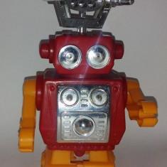 Jucarie de colectie - JUCARIE VECHE DE PLASTIC, ANII '80 - ROBOT (DEFECT)
