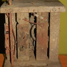 Pendula - AuX: Deosebit mecanism de ceas de perete cu cuc, cadrul este facut din lemn, iar componentele interioare din alama si fier, perioada 1880-1910! (2)
