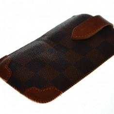 Husa saculet iPhone 4, calitate superioara + folie protectie si cablu date cadou, iPhone 4/4S, Maro, Piele Ecologica