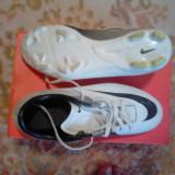 Ghete fotbal Nike, Marime: 37.5, Alb, Copii, Iarba - Vand ghete de fotbal Nike Mercurial Victory 2 FG
