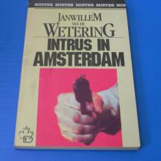 JANWILLEM VAN DE WETERING - INTRUS IN AMSTERDAM (02263 ar - Carte politiste