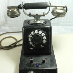 Colectii - TELEFON VECHI SI MASIV- BELL TELEPHONE - CUTIE DE LEMN SI TABLA METALICA - DIMENS BAZEI 25X15 CM - INALT 30 CM - GREUT 4, 5 KG - PIESA RARA DE COLECTIE