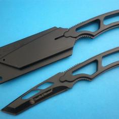 Briceag/Cutit vanatoare Smith&wesson, Cutit de purtat la gat - CUTIT Smith&Wesson NECK KNIFE. Lama Inox INSERIATA. SMITH and WESSON.