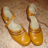 Pantofi galbeni, 39