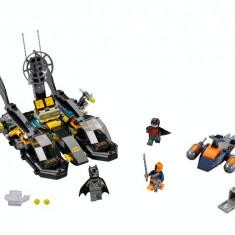 LEGO® Super Heroes™ Urmarirea in portul Batboat - 76034