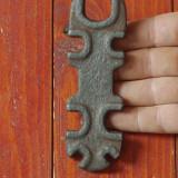 scule - unelte vechi --- Cheie universala pentru bicicleta  de colectie !!!