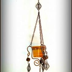 Suport suspendabil candela frumos ornat cu elemente din sticla si alama - Lumanare parfumata