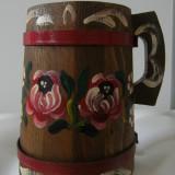 Cana mare decorativa, rustica, din lemn, veche, pictata manual, motive florale.