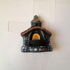 Candela ceramica sub forma unei capele cu imaginea fecioarei si a pruncului