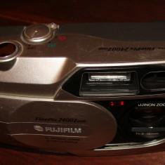 FUJIFILM FinePix 2400 Zoom - Aparat Foto cu Film Fujifilm, Mediu