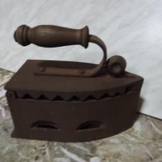 Metal/Fonta - FIER CALCAT VECHI CU CARBUNI - SASESC