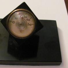 CY - Termometru URSS (Rusia) anii '70 cu arc in forma de cub ebonita functional