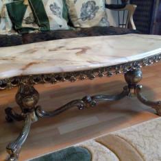 Mobilier - Masa din bronz cu marmura