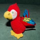 Jucarie plus papagal rosu cu albastru, verde, galben, de la McDonalds 2001, Disney 102 Dalmatieni, 10 cm, colectie, decor