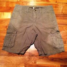 Pantaloni scurti in dungi bej cu buzunare MANTARAY marimea 30 L - Pantaloni barbati Gap, Marime: 40, Culoare: Maro