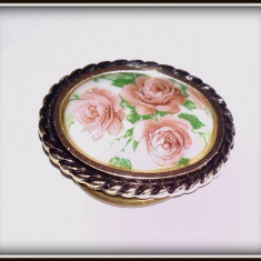 Brosa vintage pentru esarfa, reprezentand trandafiri.