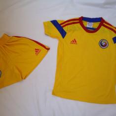 Set echipament fotbal Adidas - ECHIPAMENT FOTBAL ROMANIA, COPII DE LA 12 LA 15 ANI, LIVRAREA GRATUITA