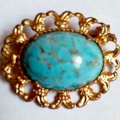 02 Brosa veche placata cu aur, ornamentata cu piatra mare de Turcoaz - Brosa placate cu aur