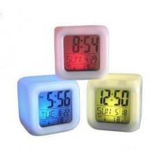 Ceas cu proiectie - Ceas Cub Multicolor cu Calendar, Termometru si Alarma