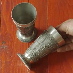Metal/Fonta - Set 2 bucati - Pahar / Cupa din zinc cu scene in relief cu marcaj !!!!!!!