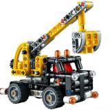 LEGO Technic - Culegator De Cirese (42031)