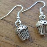 Cercei atarnati metal argintiu cu briose (muffins)