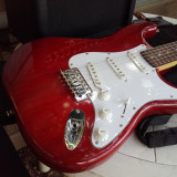 Chitara electrica STAGG rosie, model Stratocaster.