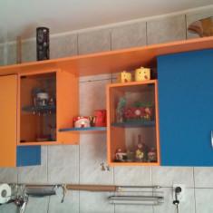 Mobila de bucatarie in doua culori. - Bucatarie modulara