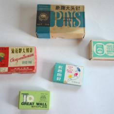 Lot cutii, chibrituri, reclama, ace cu gamalie, agrafe, piuneze, anii '80 - Set rechizite