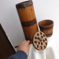 Untar vechi din lemn.Piesa de colectie din perioada anilor 1920.