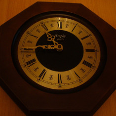 Ceasuri de perete - Ceas de perete, TROPHY quartz, in stare de functionare, suport LEMN, Germania