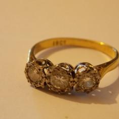 Inel aur 3 diamante in montura de platina