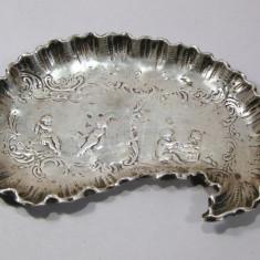 Tava de argint veche tavita bomboniera scena cu amorasi 45 grame, Tacamuri